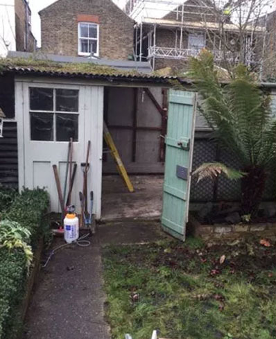 removes asbestos from domestic properties